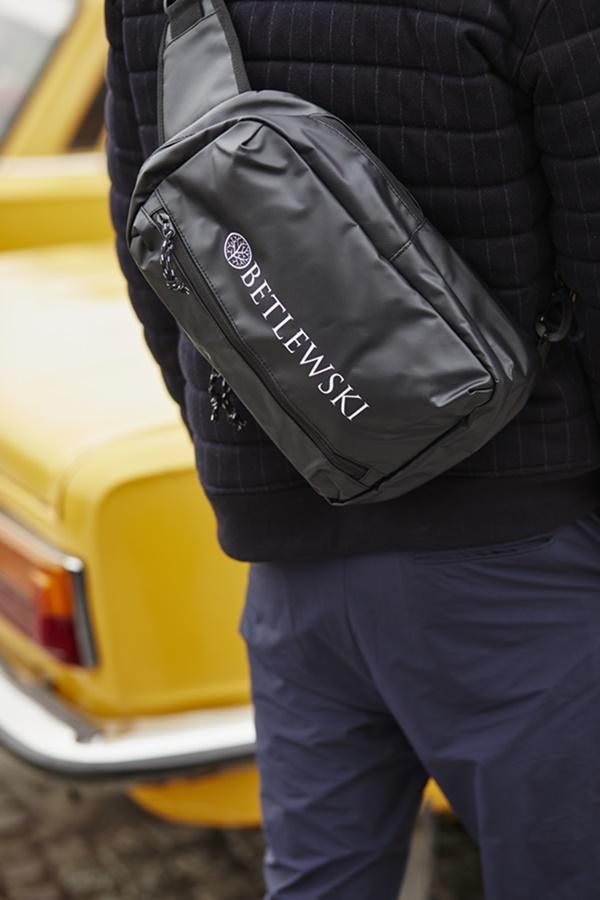 Czarny plecak na jedno ramię Betlewski